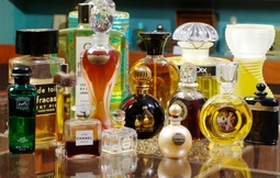 Flacons-de-parfums-Osmotheque-800x600_visuel_miniature